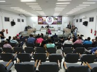A Câmara de Vereadores aprova projeto de Lei que torna obrigatória a presença de intérprete da Língua Brasileira de Sinais (LIBRAS) em todas as repartições Públicas Municipais de Guanambi.