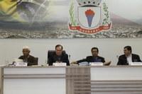 Câmara de Guanambi debate situação da política nacional